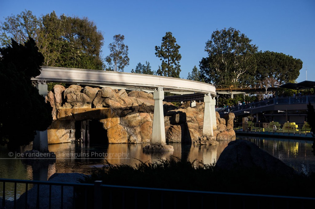 Disneyland_Nemo-monorail-01